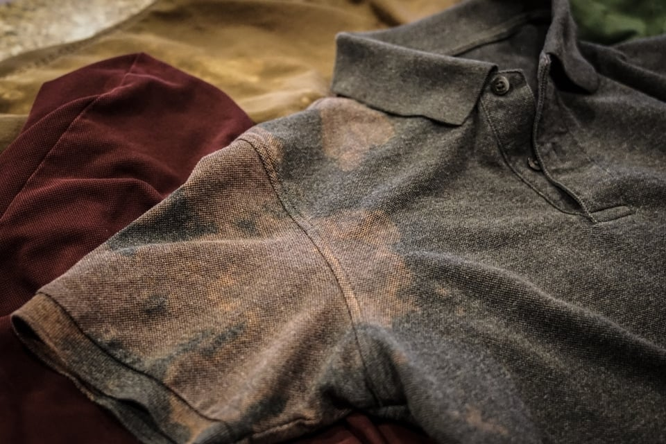 洋服にハイターがついちゃったんですが、値段が安かった服(500円)なので。 芸術みたいな模様だと思って着ても良いと思いますか?