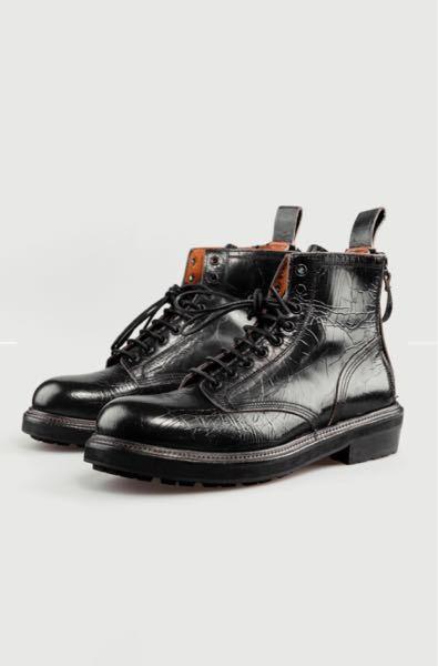 このデザインのブーツはどんな服装に合う思いますか? 傷?ダメージ?の加工がされているブーツです