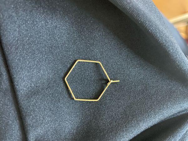 写真のようなパーツを丸カン等でイヤリングパーツにつけてイヤリングを作りたいのですがこの先の針金が飛び出している部分はどのようにすれば良いのでしょうか?