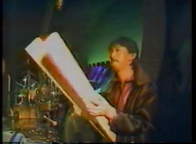 高中正義の「虹伝説」の中の楽曲「PLUMED BIRD」に使用されているこの楽器は何と言う楽器でしょうか?お分かりになる方いらっしゃいましたらお教え願えませんか?宜しくお願いします。