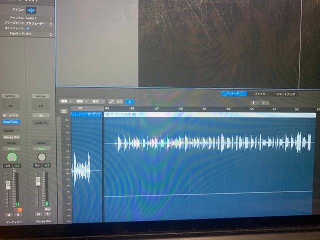 【Logic Pro】〜ステレオパンでのギターレコーディングについて〜 ステレオアウトをステレオパンでギターをレコーディングしても、下の画像のように波形が2つ出てこない(2本の波形のうち下の波形...