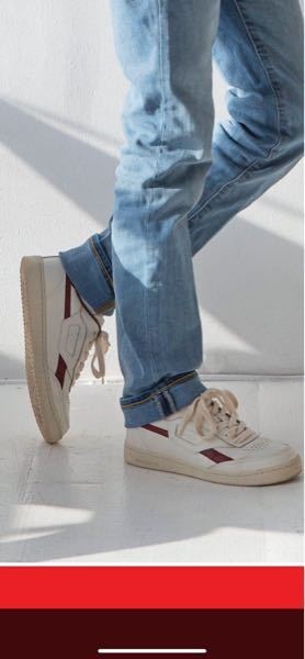 写真の靴について エリオット・ペイジ(元エレン・ペイジ)さんが履いているスニーカーなのですが、どこのメーカーのものか分かりますか?リーボックぽいなと思ったのですが、違ったみたいです。