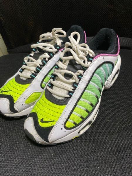 この靴をメルカリで出品しようと思うんですが、相場はどれくらいでしょうか。ちなみに、一度しか使用していません。定価は10500円でした。