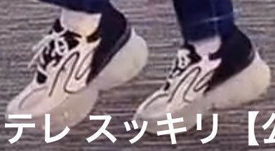 このスニーカーなんていうブランドですか?? またどこで買えますでしょうか YOASOBIのイクラちゃんが履いてました