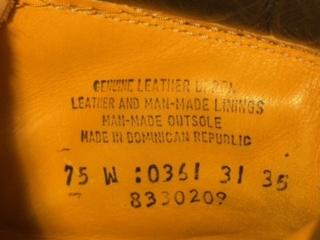 ティンバーランドのブーツのサイズ表記について教えてください。 ティンバーランドのブーツをフリマに出品したいのですがサイズがわかりません。 靴の内側に添付の写真のような表記があるのですがサイズを表示はどれしょうか。 またその表示は何センチ(cm)にあたるのか教えてください。