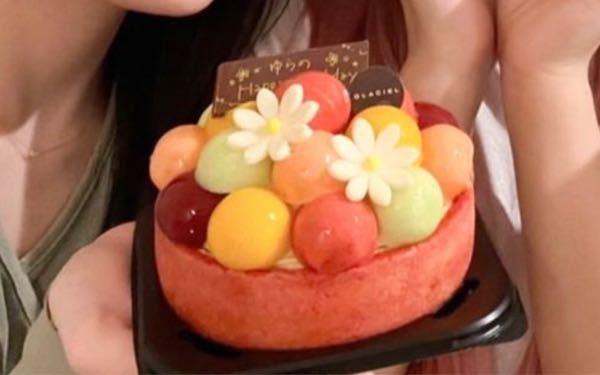 このケーキってどこのお店のものか分かりますか…?