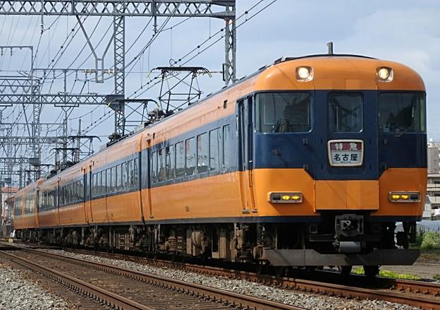 近鉄特急の橙と紺の旧塗装(画像の色)はまだ定期運用で走っていますか?