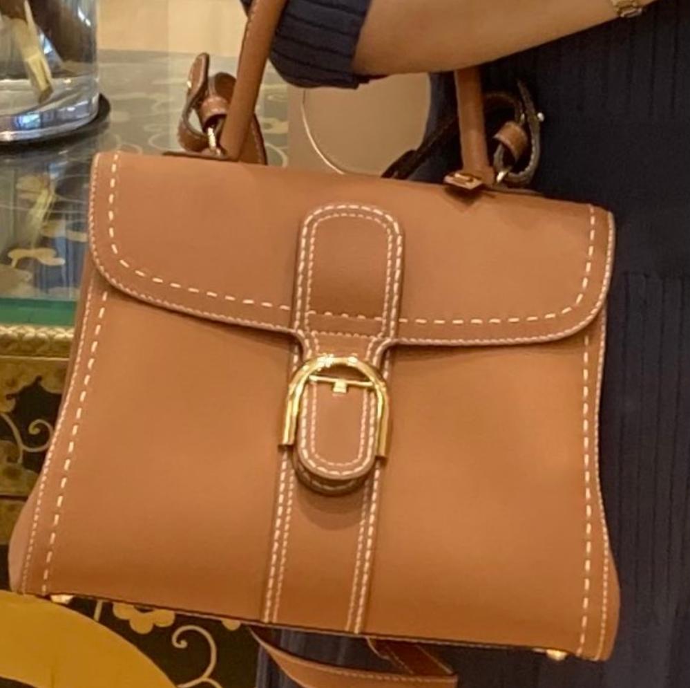 これってなんのブランドのバッグですか?