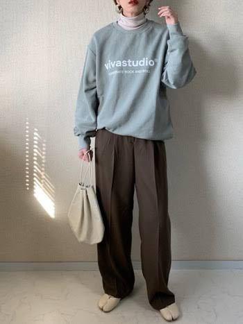 このような重ね着コーデに使われているタートルネックはどこにでも売ってる普通のタートルネックを使ってますか? 韓国 韓国女子