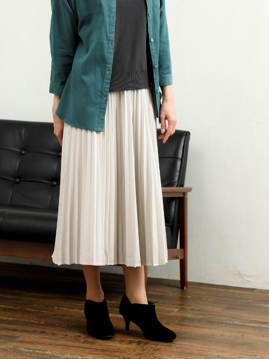 このスカートのコーディネートを教えて下さい。デートに綺麗目に着たいです。 靴やバッグなど、小物も考えて下さると嬉しいです。 宜しくお願いします。