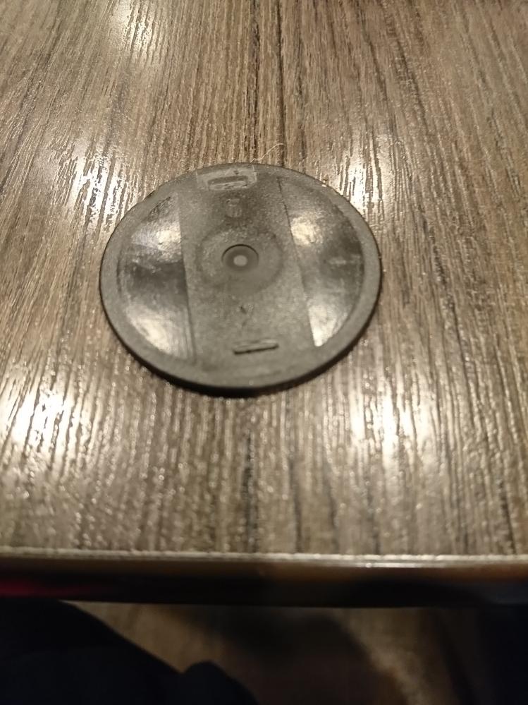これは、何ですか? 何かの蓋ですかね。