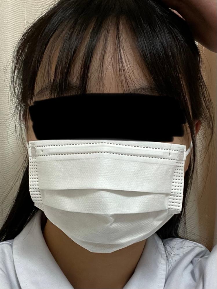 このマスクは顔に合っていますか? 私的には小さくてマスクの形が合ってない気がするんですが、、