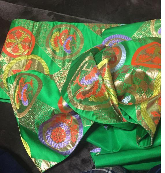 七歳用の帯についてお聞きします。 この帯は正絹でしょうか?ポリエステルでしょうか? 予想でいいです。 あと、柄にはどのような意味があるのでしょうか?