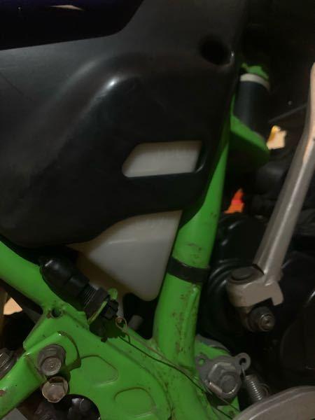 エンジンオイルを満タン入れてもlowのままなのですが何のオイルの所なんですか? カワサキlmxです。