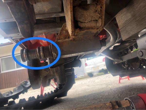 写真の青丸で囲んだ部分のシャフトを何かしらの工具しっかり掴んで、大きな力で軸を回すには、どのような工具を用いるのが適切でしょうか?