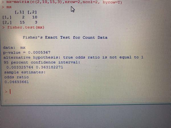Rより、Fisher 直接確率検定を実施するとオッズ比が0.04693661と算出されます。しかし、2by2テーブルより、ad/bcを計算すると0.04となります。何故、値が一致しないのでしょうか?