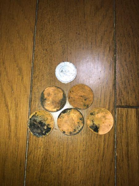 写真のような変色したり傷ついた硬貨は郵便局で交換してくれますか?銀行? 無料ですか?
