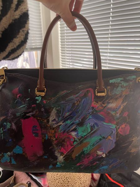 ルイヴィトンの数年前に買ったbagなのですが、 ペイントはこちらでしたものなので別として、 モデルの名前をわすれてしまいました。 こちらの、モデル名ご存知の方いらっしゃいましたらお教え頂けると嬉しいです。よろしくお願いします。