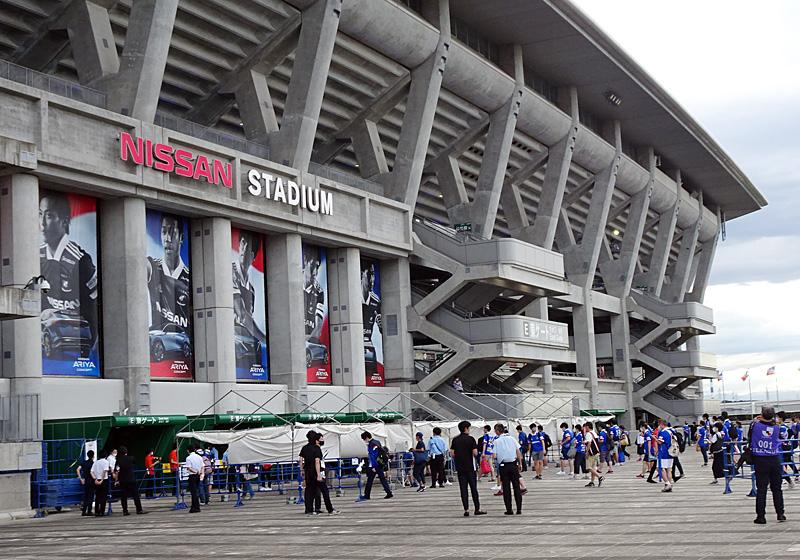 日産スタジアムに行くと韓国人呼ばわりされますか?