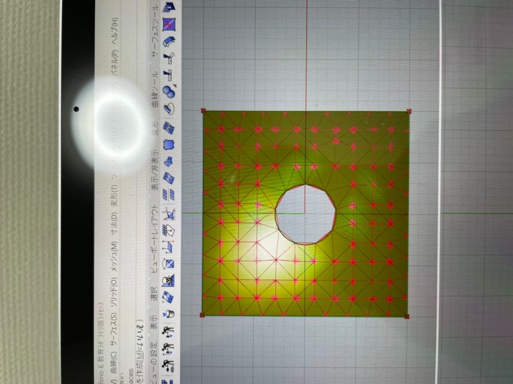 ライノセラスでサーフェイスに穴をあけてグラスホッパーでメッシュを作っているのですが綺麗な形にするやり方を教えてください