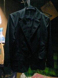 顔写真について 顔写真撮るのを忘れてスーツをリフォームに出してしまいました。 前に買ったしまむらの黒ジャケット(無地)で顔写真撮っても大丈夫でしょうか?