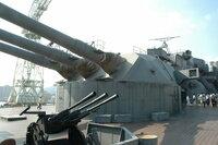 戦艦大和の主砲弾をエイブラムスが真正面から受けたらどうなる? 戦艦大和の主砲てっこう弾をエイブラムスの正面装甲に真正面から受けたらどうなる?  距離は2キロ、10キロ、20キロ、衝突角度は30~40度とする。 ...