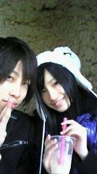 {画像あり}SKE48がまたまた「異性関係」で騒動 「彼氏とデート?」ネットに写真が流出. アイドルグループ「AKB48」の名古屋バージョン、「SKE48」のメンバー矢神久美さん(16)と男性のツーショット写真がネット上...