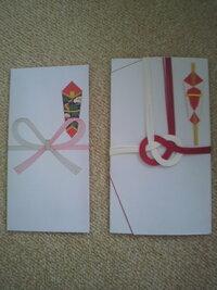 お宮参りの祈祷料について。 お宮参りを数日後に控えておりますが、祈祷料の袋は画像のどちらの袋でするべきでしょうか? 金額は一万円です。  また、表書きは御玉串料、下に子供の名前(苗字も)で良いのでしょうか?  よろしくお願いします