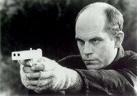 ★モデルガン等がお好きな方に質問します。 クリント・イーストウッド主演の映画『ザ・シークレット・サービス』の劇中に、ジョン・マルコビッチ演じるミッチ・リアリーが大統領の暗殺用に合成樹脂製の拳銃を製造...