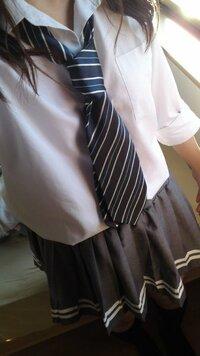 なんちゃって制服   父のネクタイをしてみたんですが、変でしょうか…?  制服用ではないので不安です(>_<)