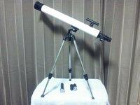 天体望遠鏡を買ったのですが、スペックが分からず持て余しています。 メーカー名、製品の型番、倍率や、何を見るのに適しているか等、また参考URLなど、どなたか教えてください。 天体望遠鏡を買ったのですが、...