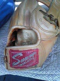 野球用グローブのローカルブランド「Sun-up」は存続しているか、ご存知の方教えて下さい。 昔、奈良県三宅町ではグローブ生産が盛んで、一流メーカーの下請け工場がたくさんあったと思います。 20年程前、知人に...