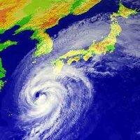 台風の目について質問です 台風の目と呼ばれる部分について質問です 台風の目が上空にある地域は暴風警報は出るのですか? 早めの回答お待ちしています