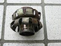 ホースの継ぎ手を捜しています。名前は確かホースメンダーだったと記憶しています。ホースとホースを金具にさしてハンマーで爪を折り曲げて繋ぐ金具です。入手方法がわかる方、教えていただけませんか?