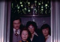 ♘♘♘大喜利(特撮シリーズ203)♘♘♘ ♖♖スーパーロボット・マッハバロン編♖♖  [お題] この人達(KSSのメンバー達)はエレベーターに乗り込み、これから何処へ向かおうとしているのでしょうか?   (拙例)...
