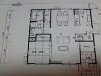 新築一戸建ての間取り図についてアドバイス下さい。 ほぼ間取りが決まりもうすぐ建築確認を取るのですが、画像をご覧になって、専門的なご意見 やアドバイス、または客観的なご意見を伺いたいです。 36坪二階建ての、一階の間取り図です。小さい子供が二人いる四人家族です。 工務店さんに設計士はいますがこの間取りは私たち夫婦が考えました。気に入っているのですが何しろ素人なので若干不安があります。 よろしく...