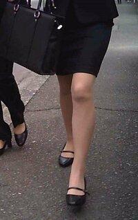 このリクスースーツのスカートってミニスカになりすか〜