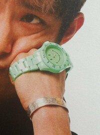 acteur 5月号の三宅健くんの連載ページで本人が着用しているスマイルの時計などこのブランドか分かる方居ませんか?教えて頂きたいです。