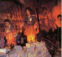 こんな物を子供に見せたら虐待だと思いますか?  写真は広島の原爆資料館の展示物です。