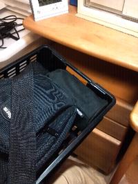デジタル一眼レフカメラの保管場所に ついて。 . 先日、Nikon D3100 のWズームキットを買いました。そこで、カメラボディと望遠レンズなのですが、写真のようにボディはバッグに、望遠レンズは付属 の巾着にいれ...
