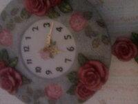 振り子時計。  簡素な作りの電池式振り子時計です。  振り子はずっと順調でした。  数日前から全く動かなくなりました。時計は三針とも遅れず 問題ありません。  磁石の磁力が弱くなっているからでしょうか?  お...
