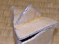 段ボール出来ている箱の口部分を完全に閉めるためにはどうすればいいですか? 現在は輪ゴムで留めております