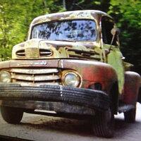 この車の車種を知りたいのですが、わかる方いますか?クライモリという映画に登場した車です。
