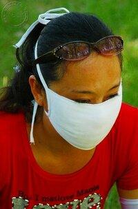画像の女性ですが マスクが大きすぎるのですか お顔が小さいのですか (-_-;)