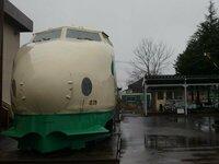 新津の鉄道資料館の200系について 何故資料館はこんな偽上越新幹線200系を作っていたのでしょうか?