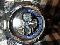 デジタル腕時計の表示 目を離した隙にこのような表示になっていました。落下やボタンをでたらめに押すなどもあったかと思われます。これは故障でしょうか? 説明書を紛失しており、判断がつき ません。 ★デジタ ...