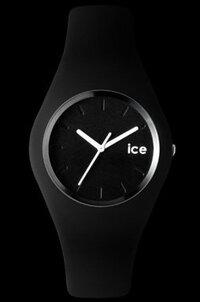 自分はこのICE WATCTの腕時計をしています。  この腕時計はシリコン素材で すごくほこりが付きやすいです。  付きにくくなる方法か 付いたときにどーやってほこりを取るか。  いい方法があったらコメント...