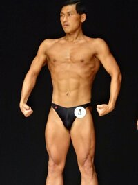 オードリー春日がボディビルの大会で筋肉を披露していましたが、どうですかこの体? 相当なものですか? それとも素人の域ですか?