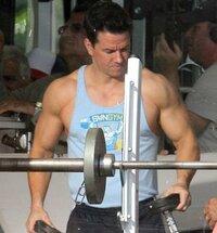 マークウォールバーグの筋肉どうですか?