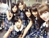 乃木坂46 のメンバーですが誰かわかりますか   写真は白石麻衣のブログでの写真ですが小さくて分かりにくいかもしれません。  アドレスはここです。 http://blog.nogizaka46.com/mai.shiraishi/2014/06/01...